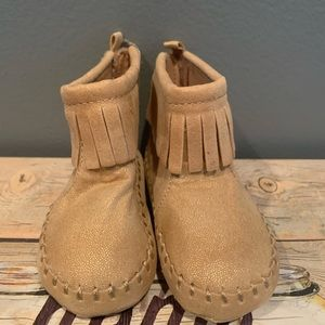 Old navy camel baby boots size 3